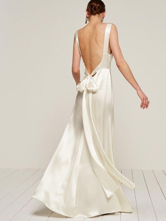 Шелковое платье цвета слоновая кость с открытой спиной