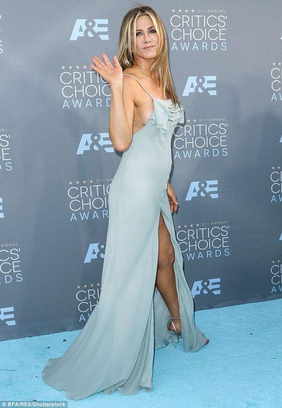 Платье в пол как у Дженифер Анистон из крепдешина голубого с дымкой