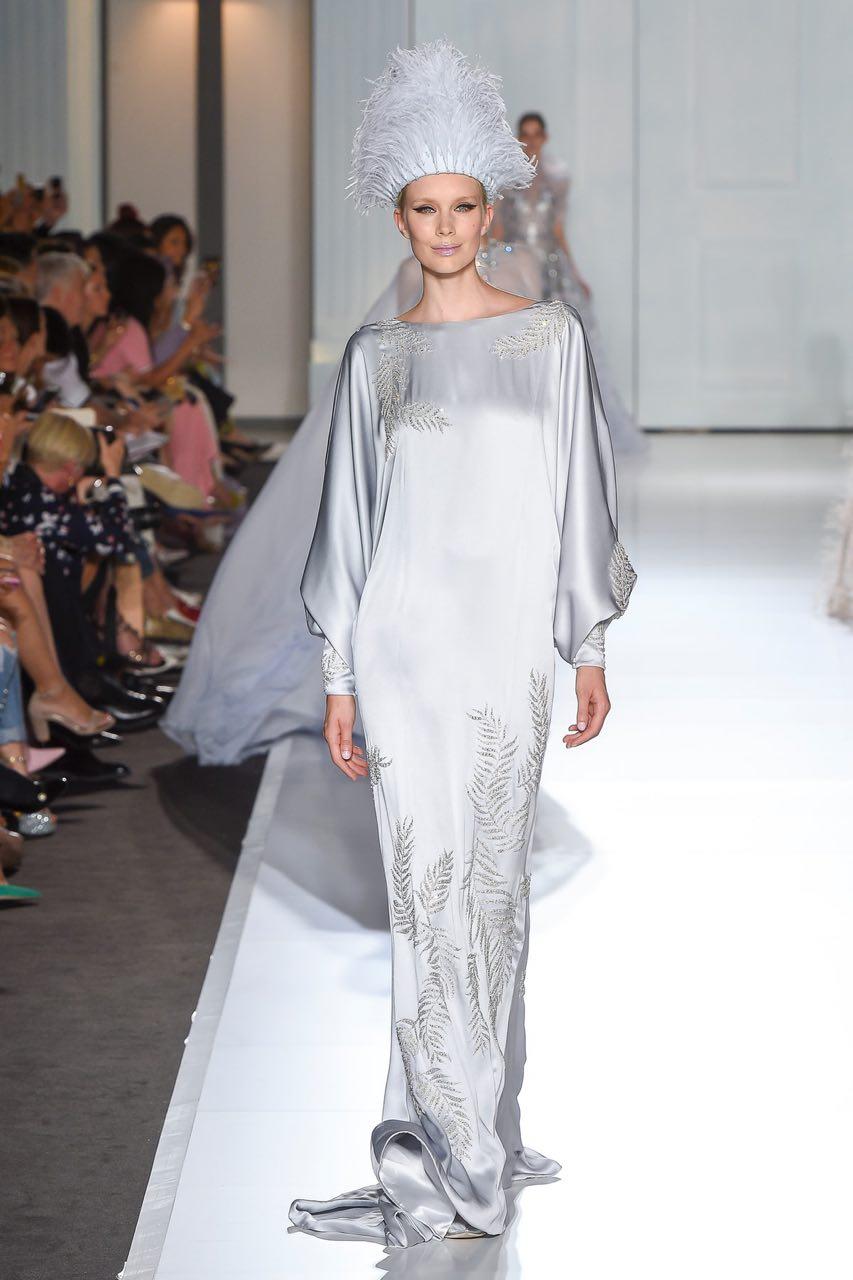 вечернее шелковое платье с длинным рукавом свободного кроя