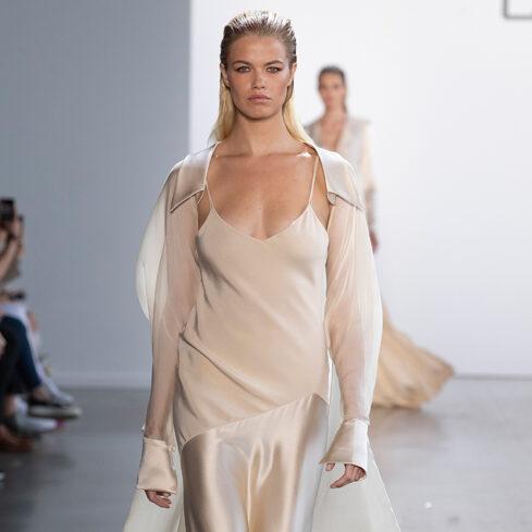 Изящное вечернее платье из двух тканей