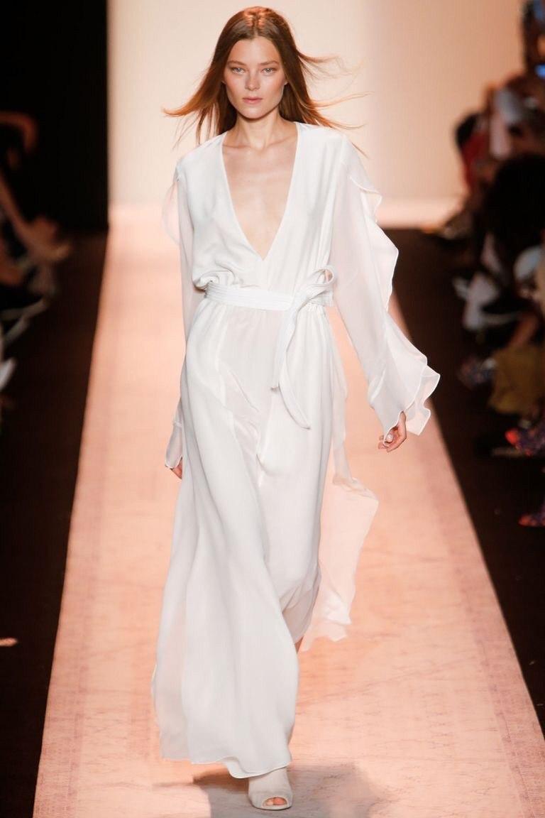 платье из белого крепдешина