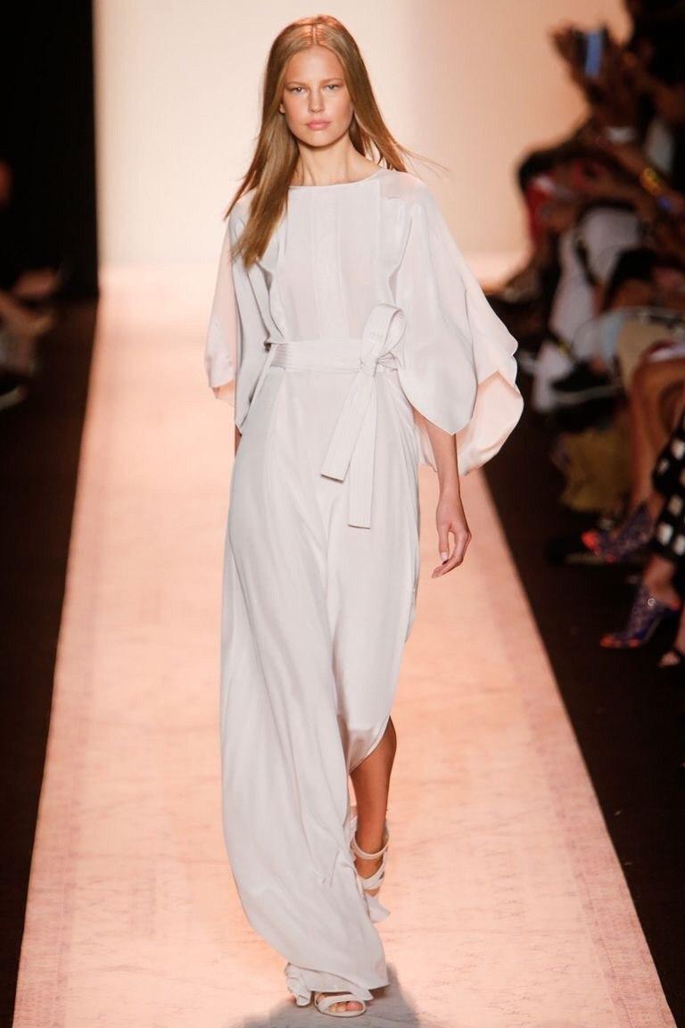 белое платье из крепдешина
